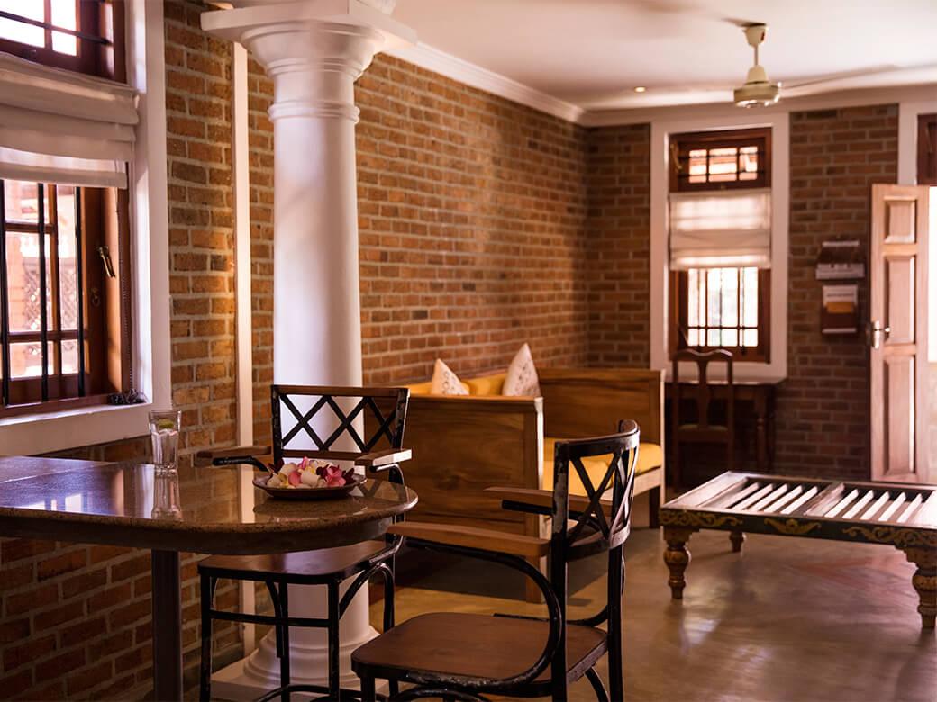 villa-araliya-apartment-dining-area