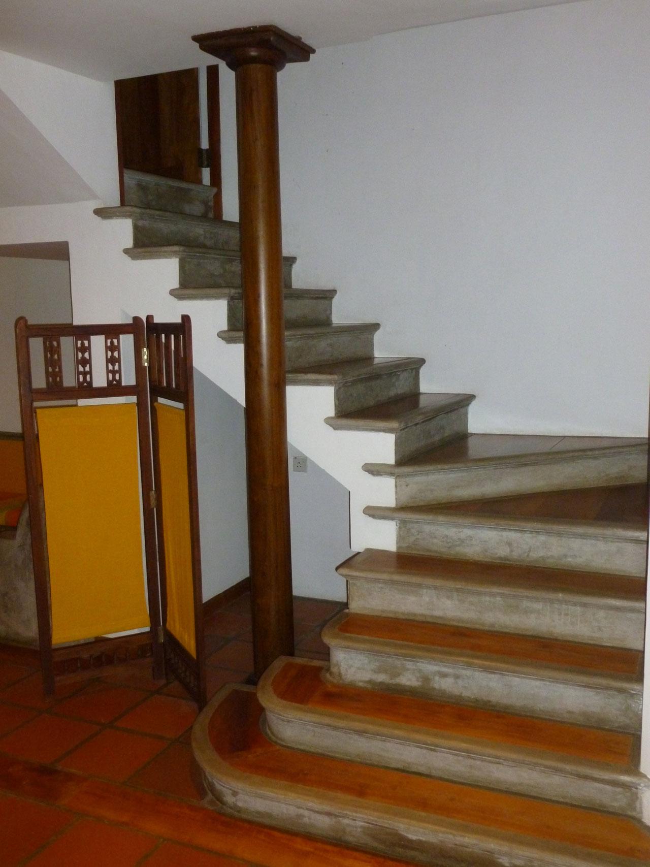 villa-araliya-suite-stair